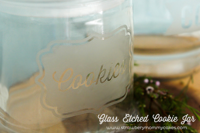 Glass Etched Cookie Jar on www.strawberrymommycakes.com #silhouettecameo #silhouetteportrait #giveaway #tutorial #mothersday
