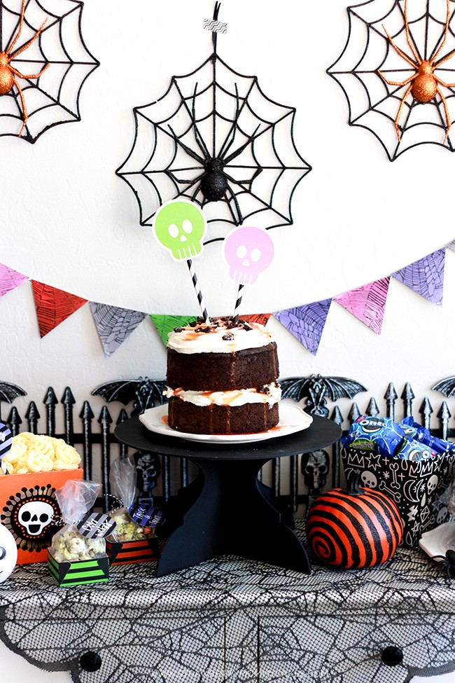 Learn How to Throw a Perfectly Spooky Halloween Party with free printables and yummy recipe ideas!