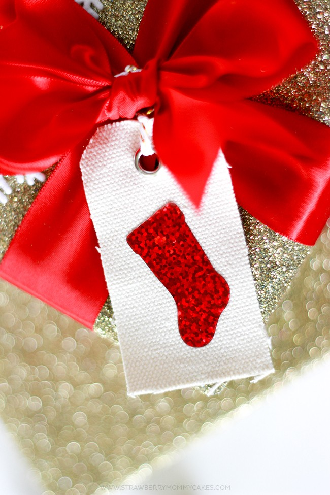 Make some GORGEOUS presents with this tutorial on how to make Sparkly HTV Stocking Gift Tags!