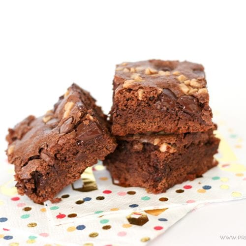 If you need a dessert FAST, make these AMAZING Salted Caramel Toffee Brownies. Your friends will think you slaved the day away in the kitchen!