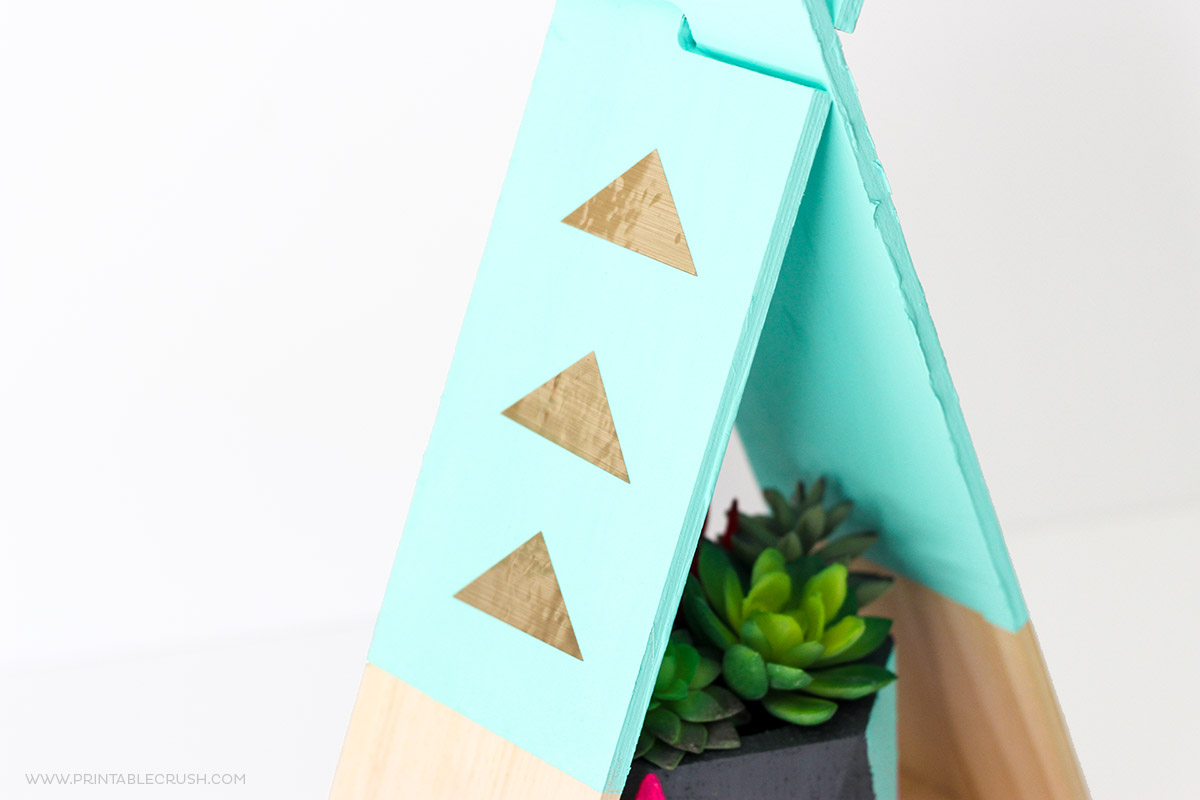 http://printablecrush.com/wp-content/uploads/2017/03/Gold-Foil-Vinyl-Teepee-DIY-Project-2feature.jpg